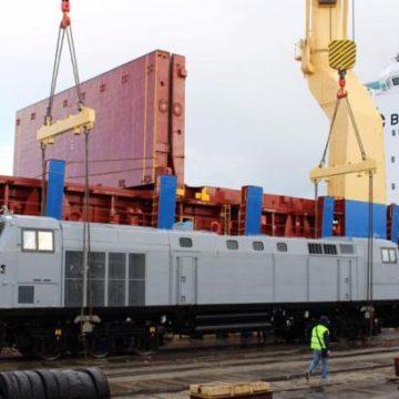 В порту Черноморска выгрузили 7 локомотивов General Electric для «Укрзализныци»