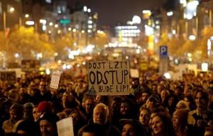 «Вы превращаете Чехию в российскую колонию», — антиправительственные митинги прошли в Праге