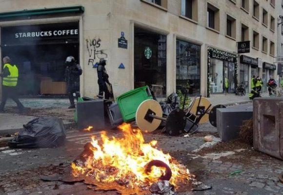 """Во Франции прогнозируют миллиардные убытки от протестов """"желтых жилетов"""""""