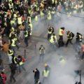 В парижских протестах засветился гражданин РФ: силовики «подстрелили» россиянина во время массовых акций – кадры