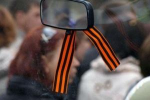«Чей Крым? Ты рус**ий мир здесь ждешь?»: Таксиста в Минске на камеру заставили снять «георгиевскую ленту» – кадры