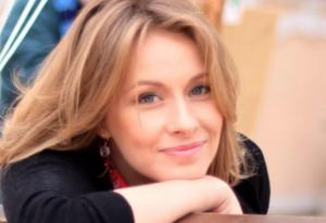 Двойняшки Елены Кравец покорили соцсети: звезда уже не «прячет» малышей и показала подросших Катю и Ваню — фото