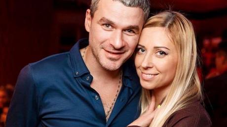"""Тоню Матвиенко с ребенком на руках домогался главврач детской больницы: """"Угрожал в случае отказа"""""""
