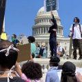 Беспорядки охватили Вашингтон – протестующие прорываются к Белому дому, в столицу введена Нацгвардия